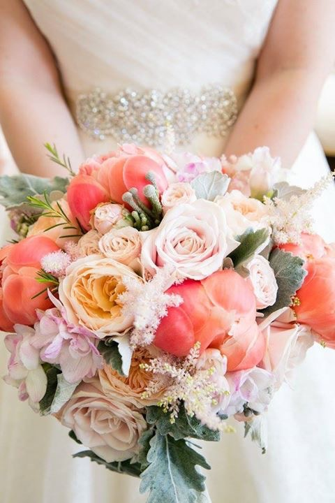 alt=coral and peach bridal bouquet
